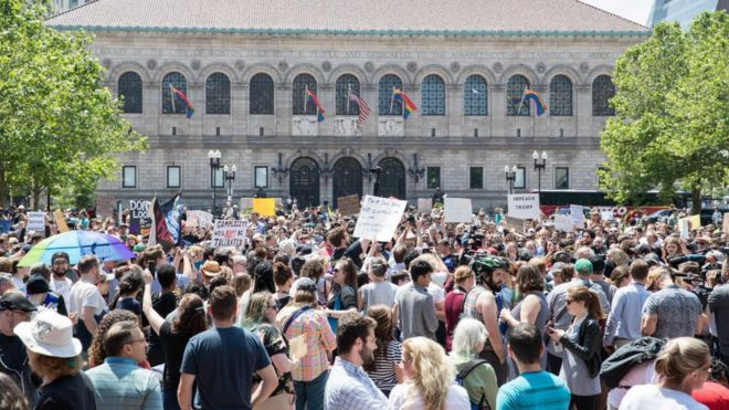 'Shut down the concentration camps': Wayfair employees walk out hundreds protest