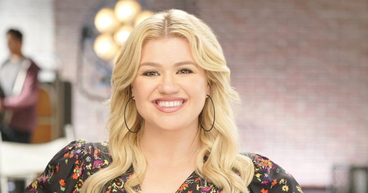 Kelly Clarkson Kicks Off Her New Talk Show with Laughs Tears and Dwayne 'The Rock' Johnson
