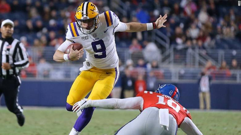 No. 2 LSU routs No. 4 Georgia, giving No. 6 Oklahoma a boost