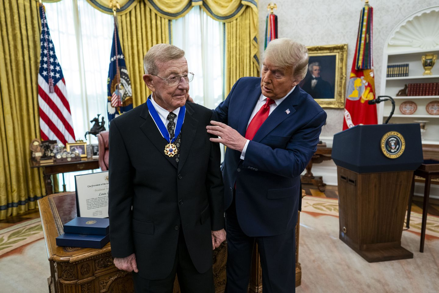 Lou Holtz receives Presidential Medal of Freedom from President Donald Trump